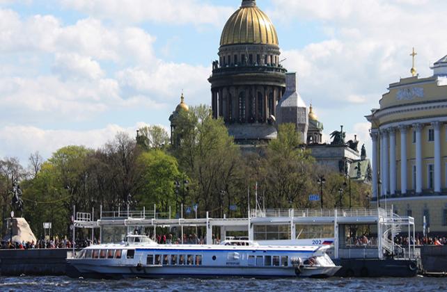 Метеоры в Петергоф: трансфер в императорскую историю Санкт-Петербурга